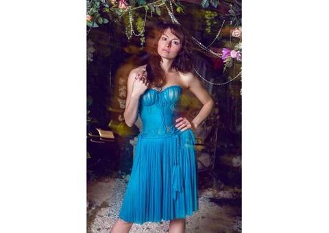 Коктейльное бирюзовое платье бюстье