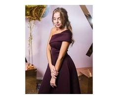 Приталенное платье на одно плечо
