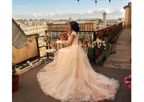 Нежно-розовое платье с шлейфом