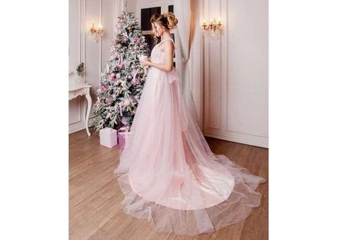 Нежно-розовое пышное платье