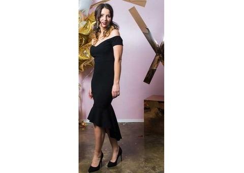 Черное платье миди с оборками