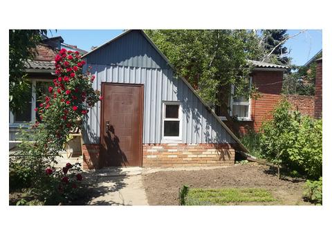 Дом в персиковом саду.